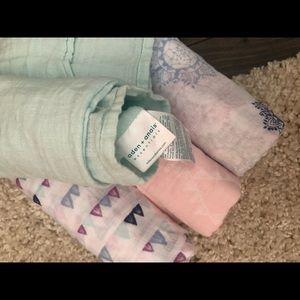 Aden and Anais muslin swaddle of 4